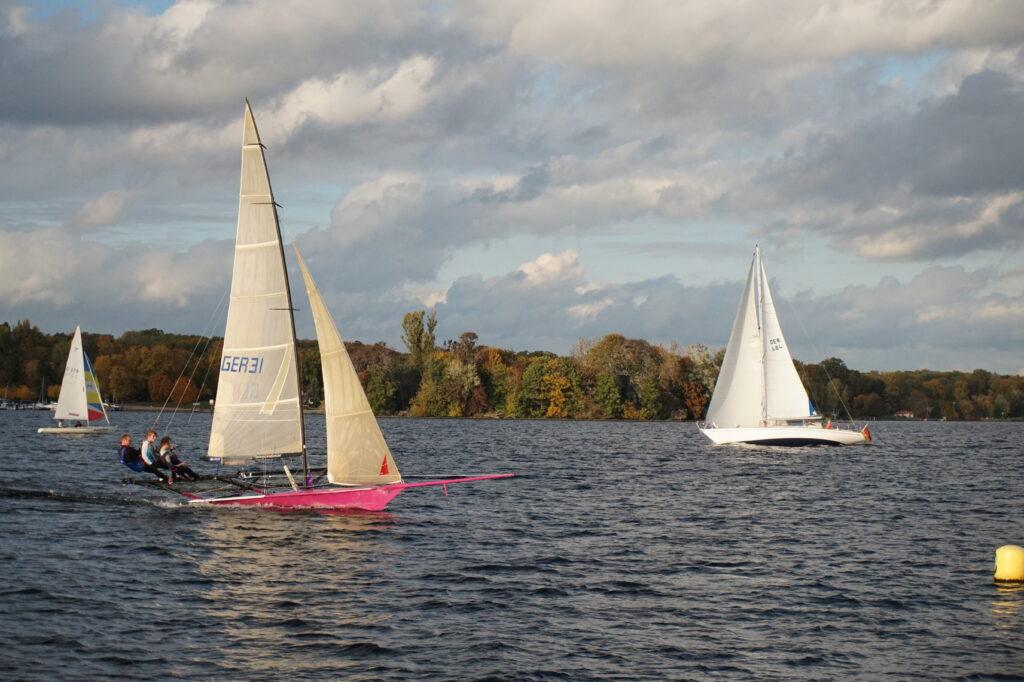 18 Footer Sailing - Close Hauled (Starboard Tack)