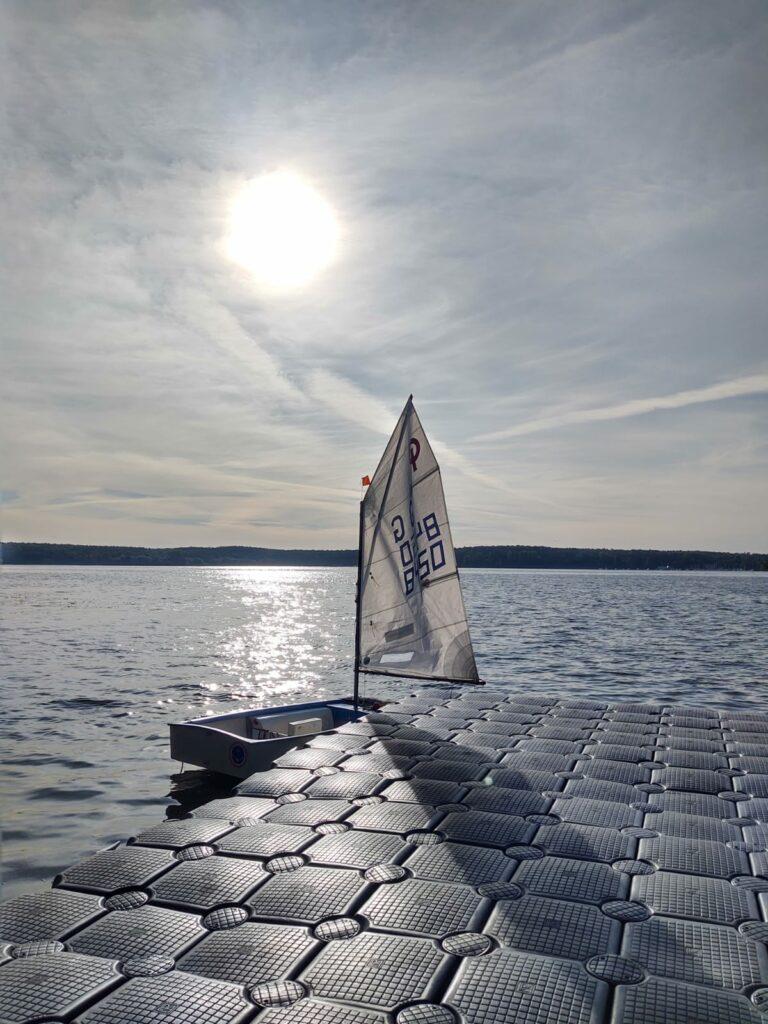 Opti mit Halo im Hintergrund - Aufnahme vom Schwimmsteg - Okt / 2020